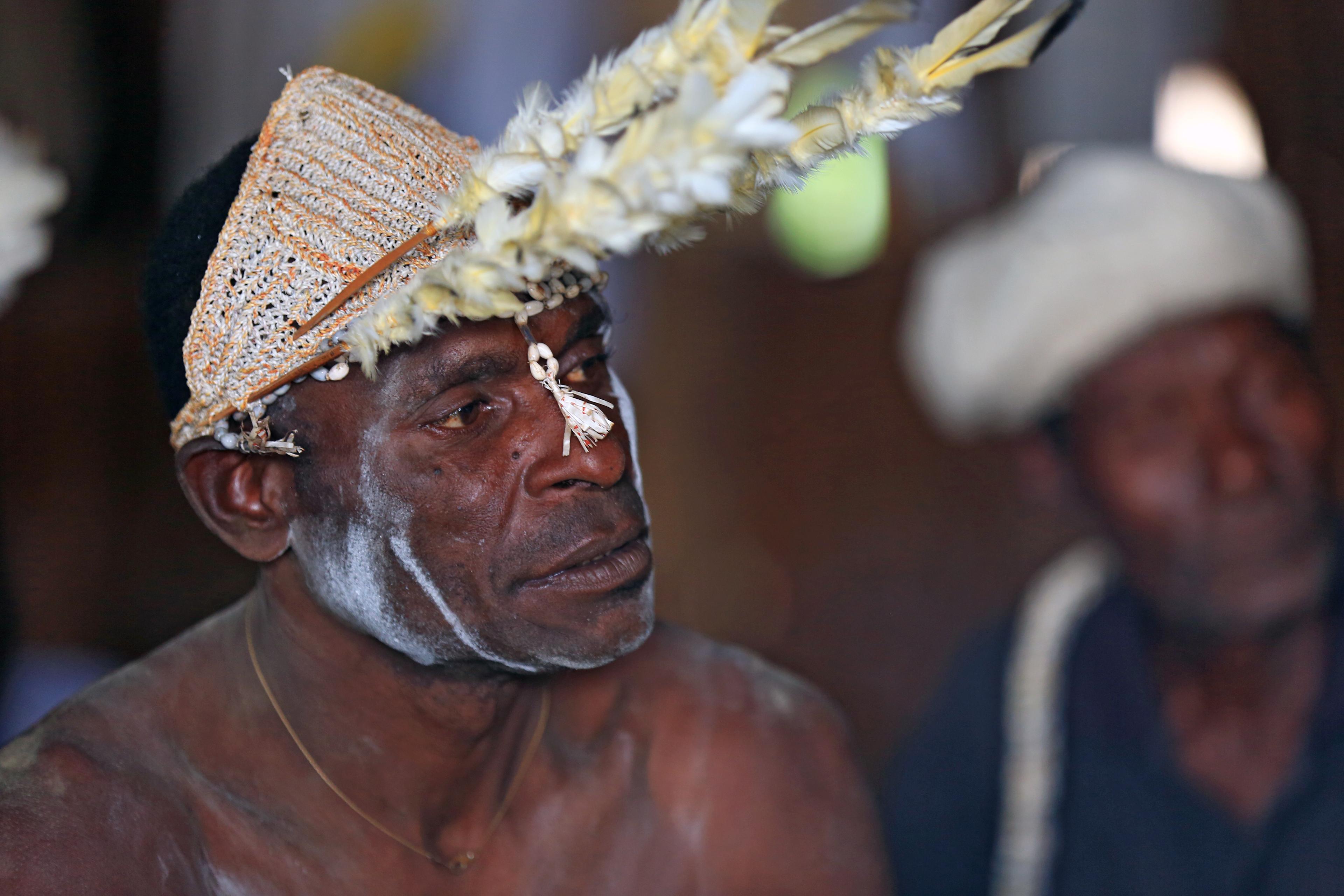 Perpaduan manusia dengan alam, pakaian adat suku asmat ...